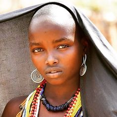 Portrait of a beautiful Arbore tribe young lady. The Arbore tribe women are known for their colorful beads necklaces. The unmarried young… Beautiful African Women, African Love, African Beauty, Beautiful Black Women, Beautiful Children, Tribal People, Tribal Women, Africa Tribes, Bald Women