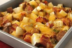 Loaded Baked Potato & Chicken Casserole - Love it! The potatoes take a bit long to cook. Try cutting them small or par-cooking them. Baked Potato Chicken Casserole, Loaded Chicken And Potatoes, Loaded Potato, Baked Chicken, Bacon Potato, Chicken Cassarole, Boneless Chicken, Chicken Bacon, Garlic Chicken