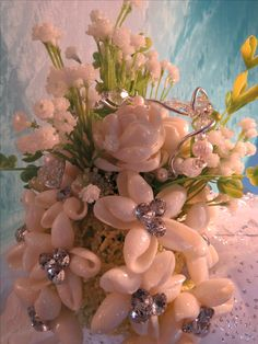 Shell Flowers, Shell Art, Shell Crafts, Easy Diy Crafts, Simple Diy, Sea Shells, Ann, Arts And Crafts, Table Decorations