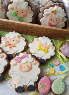 Crazy Cookies, Iced Cookies, Cupcake Cookies, Sugar Cookies, Easter Cupcakes, Easter Cookies, Easter Treats, Sugar Cookie Royal Icing, Cookie Frosting