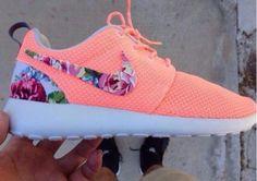 Custom Nikes (Nike Roshe Run) - HEBBEN!