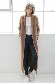 Shop must-have coats and jackets at Topshop. From comfy parkas and vintage denim to smart tailored looks, our women's coats are something to shout about. Winter Coat Outfits, Winter Outfits For Work, Casual Street Style, Long Pink Coat, Denim Vintage, Outfits Otoño, Maxi Coat, Sweater Coats, Women's Coats