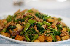 Chicken, tofu and kangkong (water / swamp spinach) with chili garlic sauce