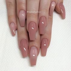 False nails have the advantage of offering a manicure worthy of the most advanced backstage and to hold longer than a simple nail polish. The problem is how to remove them without damaging your nails. Coffin Nails Long, Long Nails, Short Nails, Long Almond Nails, Pink Coffin, Long Nail Art, Solid Color Nails, Nail Colors, Manicure Colors