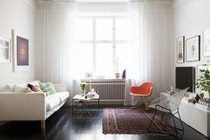 Beautiful apartment of Swedish interior stylist Hanna Wessman Home Living Room, Living Room Decor, Living Spaces, Interior Design Lounge, Swedish Interiors, Decorating Small Spaces, Decorating Ideas, Living Room Inspiration, Home Furniture