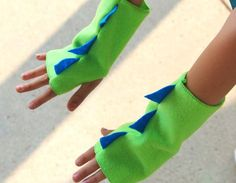 Kids Halloween DINOSAUR Fingerless Gloves - Ships Fast - Kids Halloween Dino Costume Accessories - 7 color options - Dinosaur Party Yellow Things yellow g 4 pill Diy Dinosaur Costume, Dino Costume, Dragon Costume, Easter Gifts For Kids, Diy For Kids, Costume Dinosaure, Halloween Accessoires, Sewing Dress, Dinosaur Birthday Party