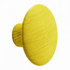 The Dots (enkeltvis) (Knager & Tjenere), Designer: Tveit & Tornøe, Producent: Muuto, Pris: 129 kr, Materiale:  Hånddrejet massiv egetræ