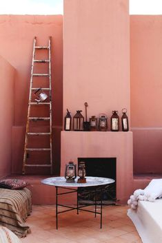 This pink interior totally makes us think of our Daydream colour! Interior paint, pink interior paint colors, interior paint color schemes, interior paint colors for house, interior design boards Decor, Interior, Pink Bedroom Walls, Dusty Pink Bedroom, Doors Interior, Home Decor, House Interior, Interior Color Schemes, Interior Design
