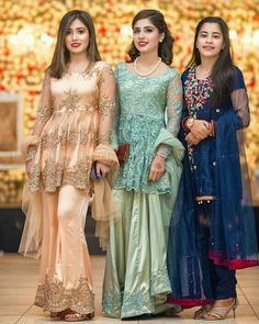 Image may contain: 3 people, people standing Walima Dress, Pakistani Formal Dresses, Shadi Dresses, Pakistani Party Wear, Pakistani Wedding Outfits, Pakistani Dress Design, Indian Dresses, Pakistani Frocks, Bridal Outfits