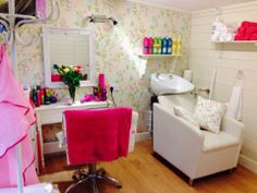 Look at this spectacular entry into our Great British Garden Retreat competition from Kirsty, who transformed her blank canvas into a #funky #hairdressing space in her garden.  This is what Kirsty had to say, 'I used my #cabin as a new space for my home hairdressing. It was very easy to build and I put my own cosy touch on the inside. My clients love it! Thank you!'  #logcabin #gardenbuilding #homeworking
