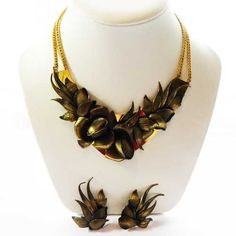 Unusual 1980s vintage jewellery set of a large necklace and earring that will make a big statement In a bronze and gold colored leaf floral metal design