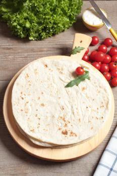 Con questa ricetta potete preparare le classiche piadine romagnole in tutta semplicità: grazie alla macchina del pane ci vorranno appena pochi minuti!