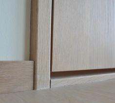 Finerte dører, Vi har mange ulike treslag på lager.  Standard overflatebehandling på finerte dører er tre strøk med slitesterk UV-lakk i glans 20. På de fleste dørene benyttes det en melamin kantlist med riktig tredekor. Finerte dører kan også behandles på andre måter. Ved annen overflatebehandling enn standard benyttes det finer kantlister.