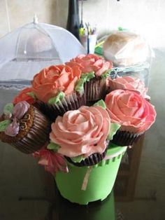 A Pot of Flowers Cupcakes
