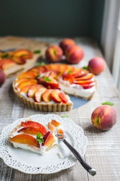 No Bake Peach Pie (V   GF)- this no bake pie recipe is SO easy to make VEGAN…