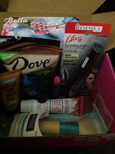 In this Bella VOXBOX I received Kate scandal eyes mascara by Rimmel, Kate lasting finish lip stick in the color Rossetto (Rimmel), Sally Hansen air brush legs (leg makeup, NOT YOUR MOTHERS  style extender, ECOTOOLS  Complextion collection finishing brush, and dove blueberry dipped dark chocolate snack.