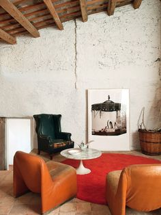 Rustic Style living room featured in World Of Interiors interior design magazine - Alky Modern Lounge chairs by Castelli Decoration Inspiration, Decoration Design, Deco Design, Interior Inspiration, Design Design, Decoration Crafts, Decor Ideas, Design Blog, Room Decorations