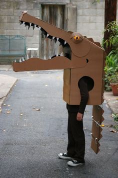 How to make an alligator Halloween costume out of cardboard! Cardboard Costume, Cardboard Mask, Cardboard Sculpture, Cardboard Crafts, Paper Crafts, Holidays Halloween, Halloween Crafts, Halloween Decorations, Halloween Costumes