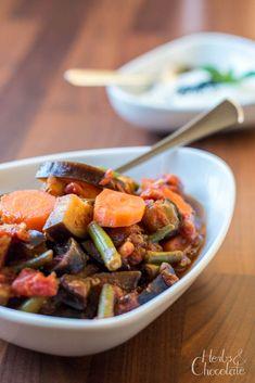 Auberginen-Sambhar mit Karotten und Bohnen Naan, Kung Pao Chicken, Veggies, Ethnic Recipes, Chocolate, Food, Green Beans, Cilantro, Vegetarian Cooking