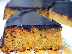 Leckerer, kleiner, feiner Kürbiskuchen mit schöner dunkler Schokoglasur