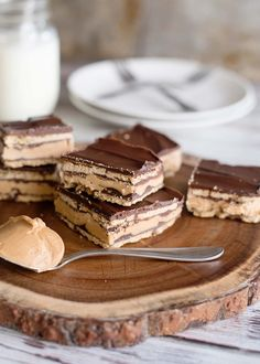 A delicious dessert that can be made in under an hour these no-bake peanut butter patty bars are a decadent treat you don't want to miss! Yummy Treats, Delicious Desserts, Sweet Treats, Yummy Food, Cookie Desserts, No Bake Desserts, Dessert Recipes, Sweets Recipe, Fast Healthy Meals