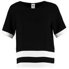 Das T-Shirt mit Streifen überzeugt durch seinen lässigen Schnitt und ist dabei noch ein wahrer Eyecatcher ♥ ab 26,95€