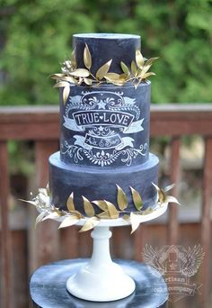The chalkboard wedding cake trend is taking off! Check out these beautiful chalkboard wedding cake designs. Small Wedding Cakes, Beautiful Wedding Cakes, Gorgeous Cakes, Wedding Cake Designs, Pretty Cakes, Black And White Wedding Cake, Black Wedding Cakes, Cake Wedding, Bolo Chalkboard
