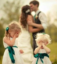Funny wedding pictures ideas - picture gallery with 25 weddings .-Lustige Hochzeitsbilder Ideen – Bildergalerie mit 25 Hochzeitsfotos Funny wedding pictures ideas – picture gallery with 25 wedding photos - Wedding Picture Poses, Romantic Wedding Photos, Funny Wedding Photos, Wedding Photography Poses, Photography Ideas, Romantic Photography, Funny Weddings, Funny Photos, Wedding Images