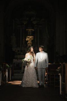 Farm Fresh Wedding in the Rolling Tuscan Hills #italianvillaweddings #destinationweddingideas #springweddingdecor