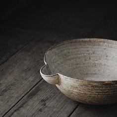 Yakishime Katakuchi Bowl   Takuji Hayashi We have a few pieces including the yakishime bowl remaining online from our recent exhibition that included potter Takuji Hayashi's ceramics. 林拓児さんのうつわがオンラインショップにも入荷しました。 #林拓児 #アナログライフ