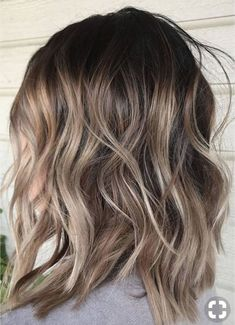 ash blonde balayage Ash blonde lob hairstyle for spring 2018 gradually transitions to light brown Cabelo Ombre Hair, Curly Hair Styles, Natural Hair Styles, Frontal Hairstyles, Hair Color Balayage, Balayage Bob, Lob Balyage, Lob Ombre, Bronde Bob