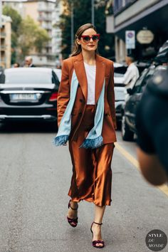 Source by ClaGlam Street style olivia palermo Style Olivia Palermo, Olivia Palermo Outfit, Olivia Palermo Lookbook, Fashion Milan, Street Fashion, Fashion Trends, Fashion Sets, Fashion Outfits, Celebrity Style Inspiration