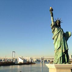 오다이바 가면 처음 눈에띄는 것이 이 짝퉁 자유의여신상... 그래도 레인보우 브릿지 배경으로 잘 어울리는듯...
