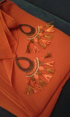 Chiffon shawl models – ıncı Durgutalp – Join the world of pin Crochet Poncho, Crochet Beanie, Crochet Motif, Saree Tassels, Crochet Cactus, Chiffon Shawl, Scarf Jewelry, Little Fashionista, Needle Lace