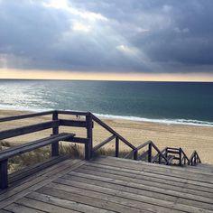 Keine Wellen aber dafür ein abartiger Himmel in Mimizan.  #catchingwaves #nottoday
