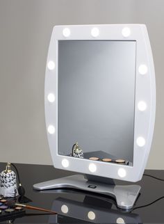 MDT MAKEUP VANITY MIRROR WITH 12 LIGHTS 470x650. Makeup Vanity Mirrors. Cantoni for professional makeup artists and beauty professionals. Wide mirror surface, adjustable light intensity, I-light system Cantoni patented, 110V/240V compatible, low consumption, made in Italy. #makeupmirrors #wide #lights