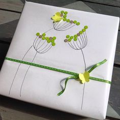 Simple Green Flowers Gift Wrap - Drew simple line flowers embellished them with hole punch dots, added simple ribbon and butterflie - wrap-it-up-with-a-little-whimsy ~ Beth O'Briant Present Wrapping, Creative Gift Wrapping, Creative Gifts, Unique Gifts, Simple Gift Wrapping Ideas, Simple Gifts, Craft Gifts, Diy Gifts, Diy Wrapping Paper