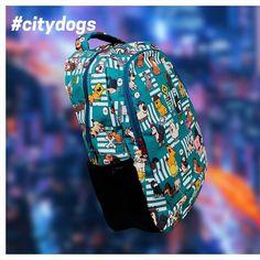 🐶 Tenemos varios diseños para #doglovers pero #citydogs 🐕🌃 , con sus perritos criollos, es sin duda uno de los más queridos por nuestros clientes.💙 En nuestra tienda ONLINE encontraras lindos morrales, cosmetiqueras, billeteras y un montón de productos muy lindos y orgullosamente #hechoencolombia. 👷🏽♀️🇨🇴👷🏽♂️ . . . #iloveatara #ataracolombia #bolsos #morrales #backpacks #perros #dogs #doglove #pet #animalovers #cute #kawaii Vera Bradley Backpack, Kawaii, Backpacks, City, Dogs, Fashion, Totes, Doggies, Store