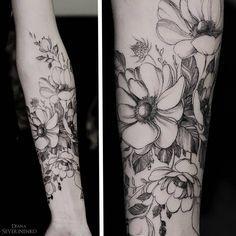 "Gefällt 7,977 Mal, 73 Kommentare - •Diana Severinenko (@dianaseverinenko) auf Instagram: ""Thank you Anna #anemones #flowers #blacktattooart #onlyblackart #equilattera #instainspiredtattoos…"""