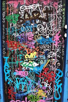 This could be a base to put other patterns on top of. No words, just scribbles that represent words. Graffiti Wallpaper Iphone, Aesthetic Iphone Wallpaper, Graffiti Pictures, Graffiti Tagging, Graffiti Lettering, Photo Wall Collage, Street Art Graffiti, Fractal Art, Urban Art