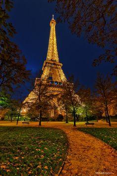 Eiffel Tower by sebdows