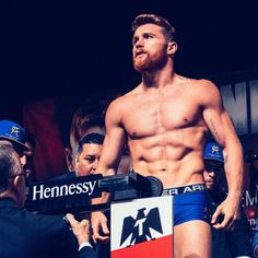 """LOS ANGELES - Because of Saul """"Canelo"""" Alvarez's positive tests for a banned drug, the rematch with Gennady """"GGG"""" Golovkin for the middleweight championship Saul Canelo Alvarez, Mexican Boxers, Mexican Men, Boxing Workout, Shirtless Men, Super Sport, Sport Man, Poses, Amor"""