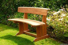 Хотите сделать своими руками скамейку для дачи или сада, но не знаете с чего начать? Поможет наша статья! Рекомендации, примеры, фотографии и видео.
