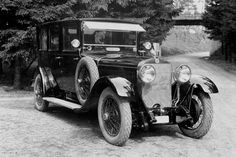 The luxury sedan SKODA Hispano Suiza was the first car displaying the logo with the winged arrow.