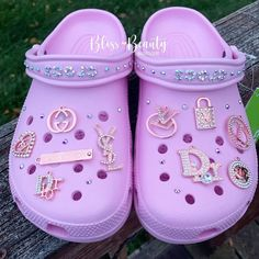 Crocs Fashion, Sneakers Fashion, Fashion Shoes, Cool Crocs, Designer Crocs, Teen Swag Outfits, Tenis Nike Air, Swag Shoes, Aesthetic Shoes