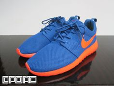 b76319ead402 The popular Nike Roshe Run model is back with another hot colorway.