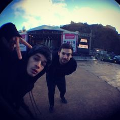 The 1975 peace to the middle east in Edinburgh lol