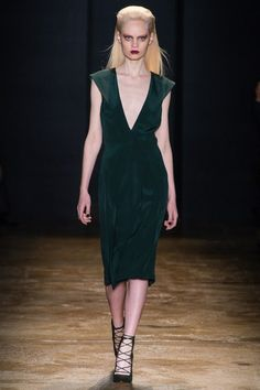 See the complete Cushnie et Ochs Fall 2013 Ready-to-Wear collection.