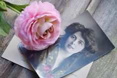 Memorial cards are also commonly called funeral cards and are given as a symbol to pay homage to a loved one's life. Old Pictures, Free Pictures, Free Images, Funeral Cards, Memorial Cards, Nikon D5200, Our Legacy, Picture Postcards, Background Vintage