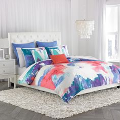 The Amy Sia Painterly Duvet is a perfect fusion of the best of old and new. The abstract, watercolor digital print in eye-popping colors is a perfect example of taking an artwork and translating it in